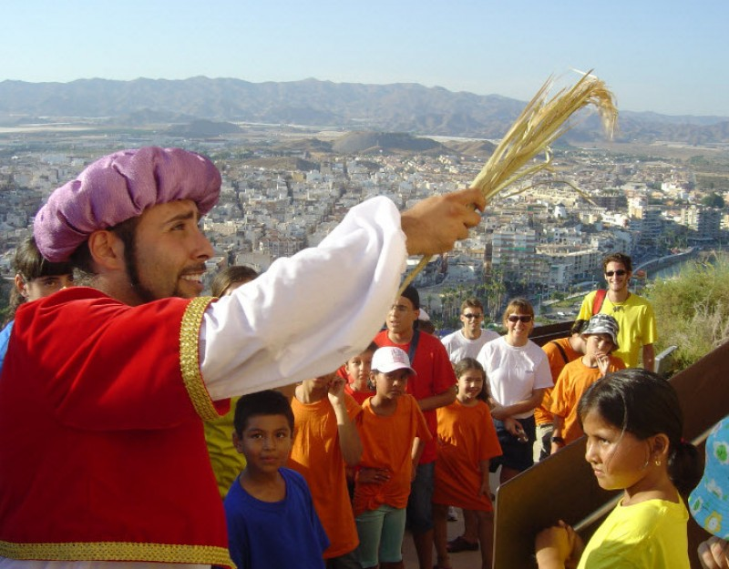 7th May free guided theatrical tour of historic Águilas
