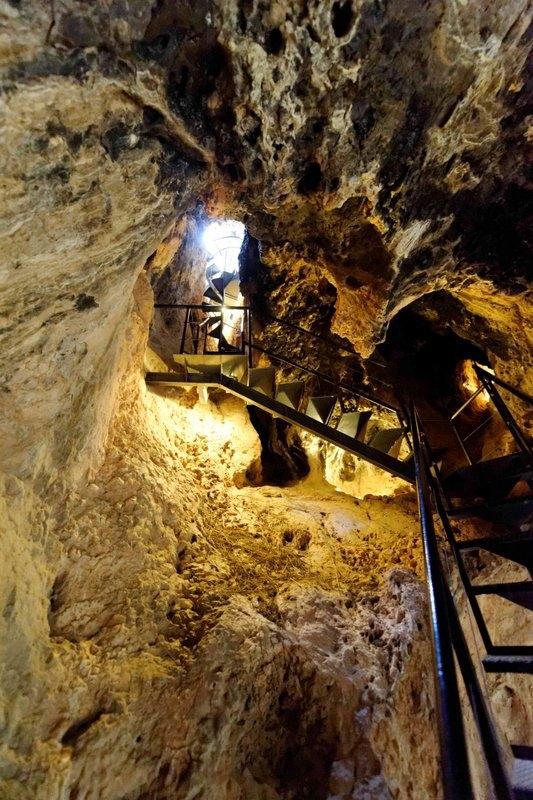 The Cueva-sima de la Serreta, Cieza