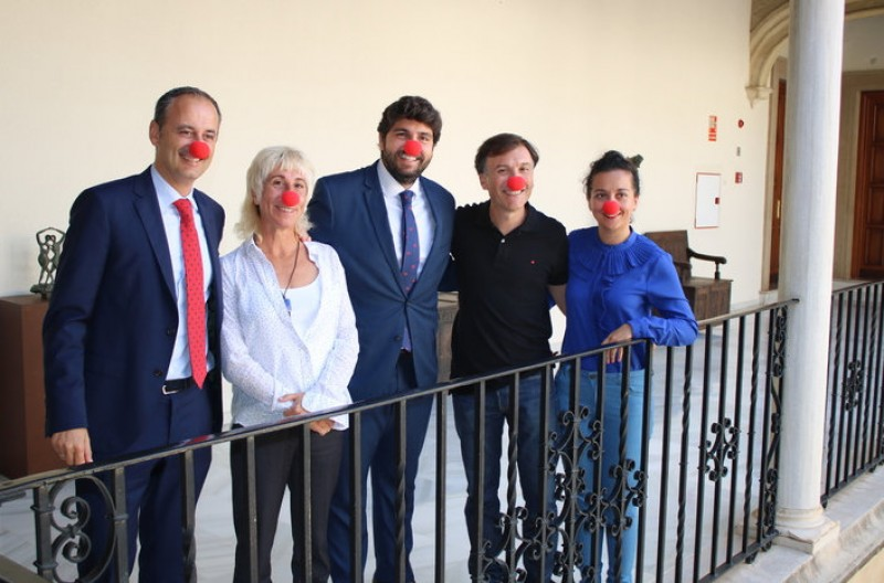 <span style='color:#780948'>ARCHIVED</span> - A red nose for the Murcia president to end a busy week