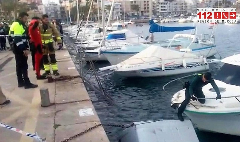 <span style='color:#780948'>ARCHIVED</span> - Van overboard in the port of Águilas!