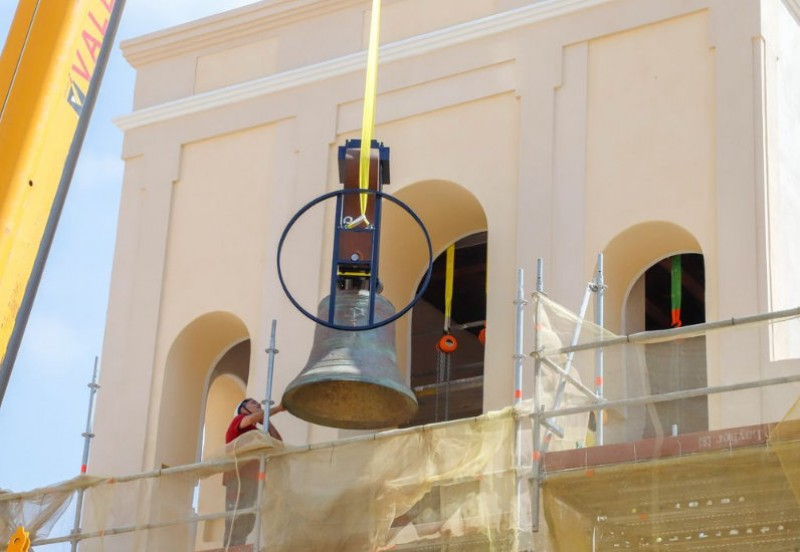 <span style='color:#780948'>ARCHIVED</span> - Bells lifted into their new tower at the church of Santa María de Gracia in Cartagena