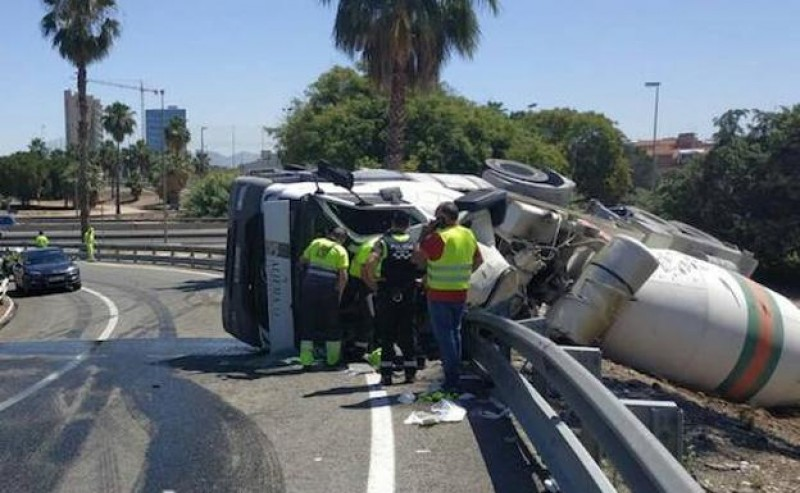 <span style='color:#780948'>ARCHIVED</span> - Cement mixer overturns on Murcia motorway slip road