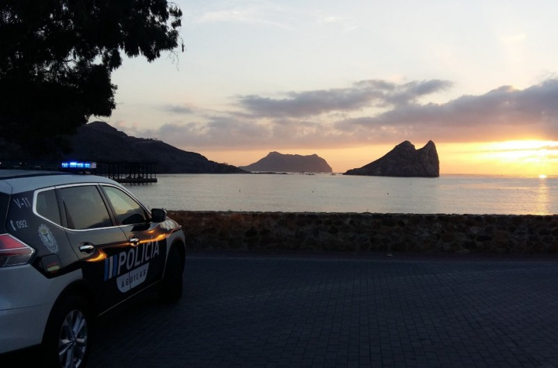 <span style='color:#780948'>ARCHIVED</span> - 16 migrants detained as they arrive at the beach in Águilas