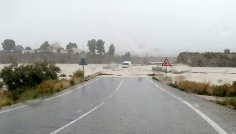 <span style='color:#780948'>ARCHIVED</span> - Aemet warn that the worst is yet to come as the flood water rises across Murcia