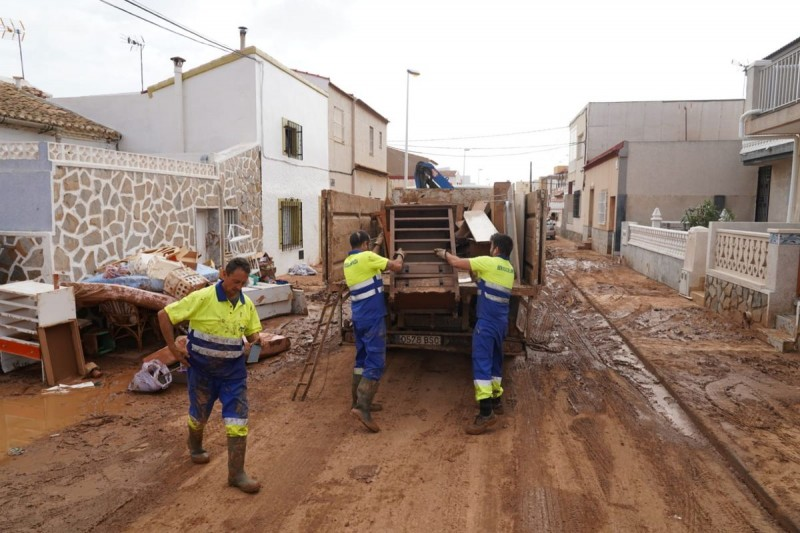 <span style='color:#780948'>ARCHIVED</span> -  72 tons of sodden furniture collected from Los Nietos and Los Urrutias