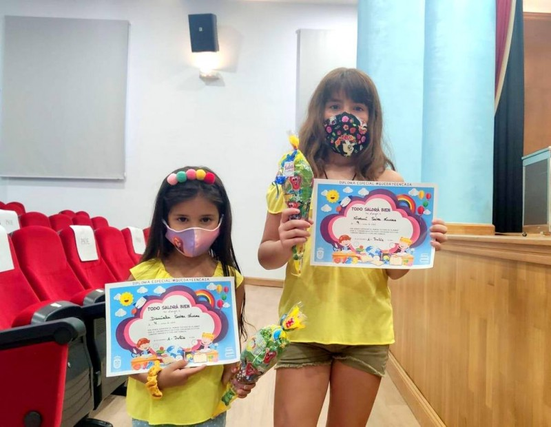 <span style='color:#780948'>ARCHIVED</span> -  Los Alcázares awards diplomas for the peques who stayed at home during lockdown