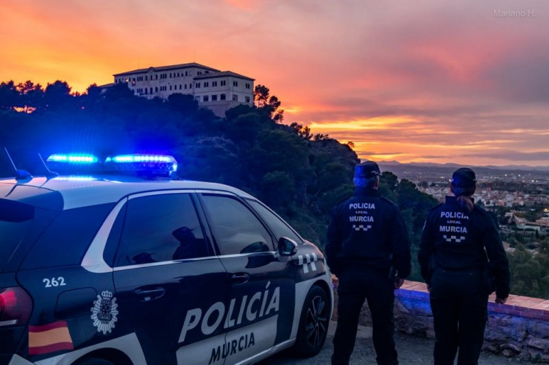 <span style='color:#780948'>ARCHIVED</span> - Police in Murcia city break up nocturnal gatherings