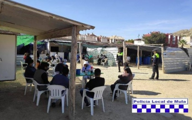 <span style='color:#780948'>ARCHIVED</span> - Mula police break up meal attended by more than 40 people