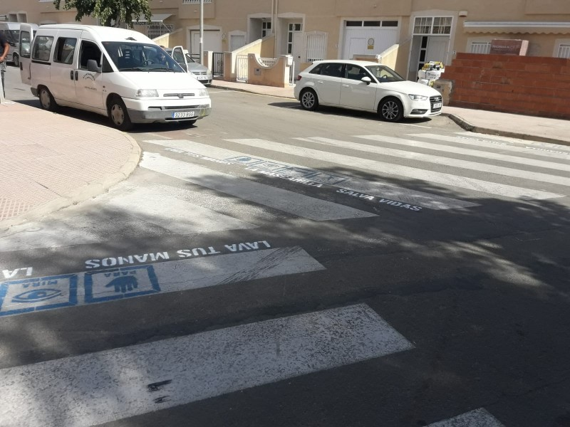 <span style='color:#780948'>ARCHIVED</span> - Los Alcazares launches covid awareness campaign on street crossings
