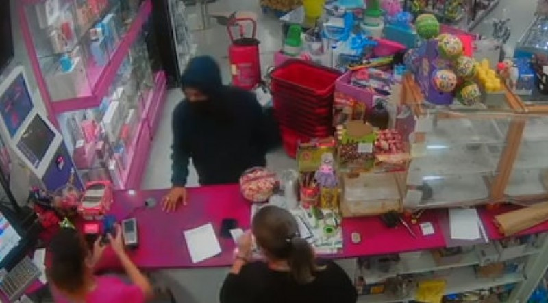 <span style='color:#780948'>ARCHIVED</span> - The Guardia search for two armed robbers after Fuente Álamo petrol station stick-up